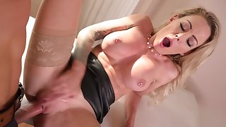 Isabelle Deltore - Anal Therapy For Australian Beauty