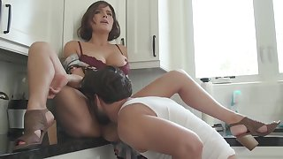 Krissy Lynn is a phat arse mummy who luvs to plumb and blasts during an heavy ejaculation