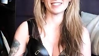 Blue mistress wide latex toying her slaves cunt