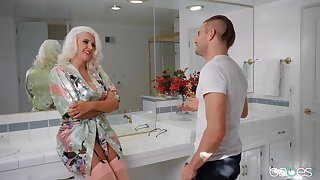 Sun-kissed MILF Kristina Shannon gets the brush kicks in the air a younger man