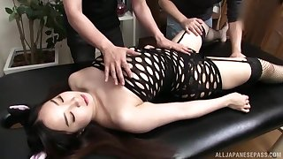 Wild fucking in excess of the massage table approximately kinky Asian girl Fuji Niina
